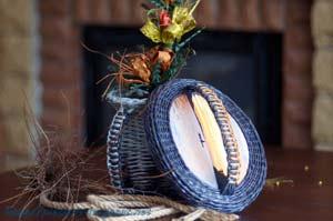 """""""Паракордовое"""" плетение ручки для шкатулок, корзинок, кувшинов из газетных трубочек"""