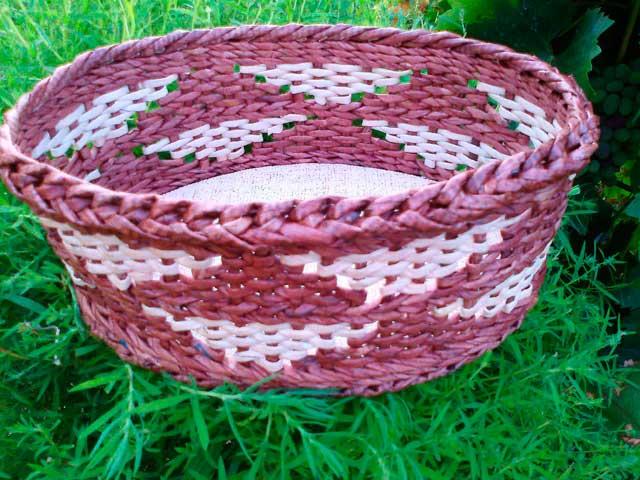 Схемы плетения из газетных трубочек узоры